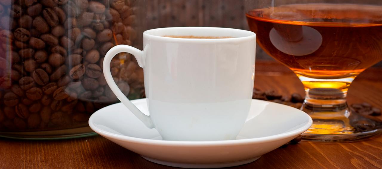 Interacciones-genero-y-dosis-dependientes-entre-el-consumo-de-cafe-y-la-actividad-GGT-e-consumidores-de-alcohol